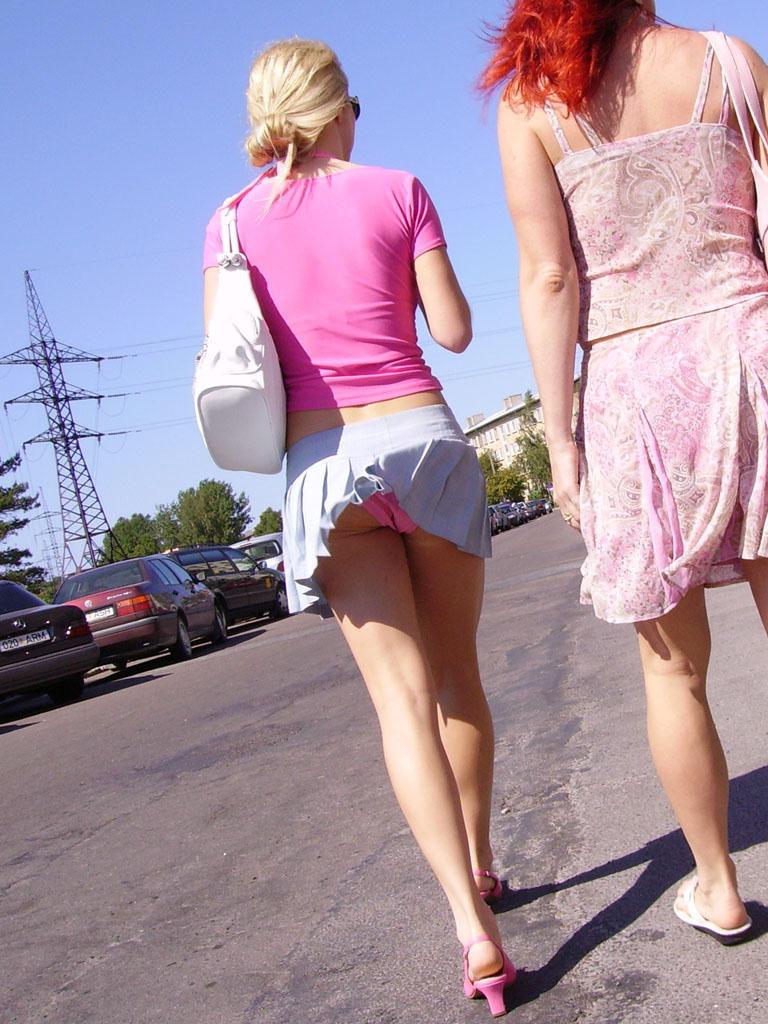 Как поднять юбку у девушки, смотреть порно трахнул тетю и кончил в нее