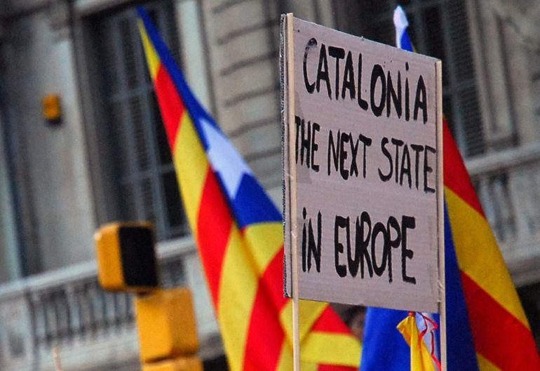 Цатурян: Евросоюз разваливает Испанию через акции протеста в Каталонии