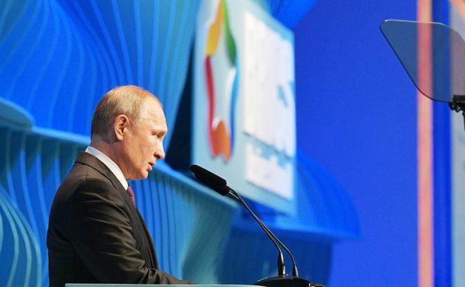 Путин в схватке с рецессией: Кто кого отправит в пропасть