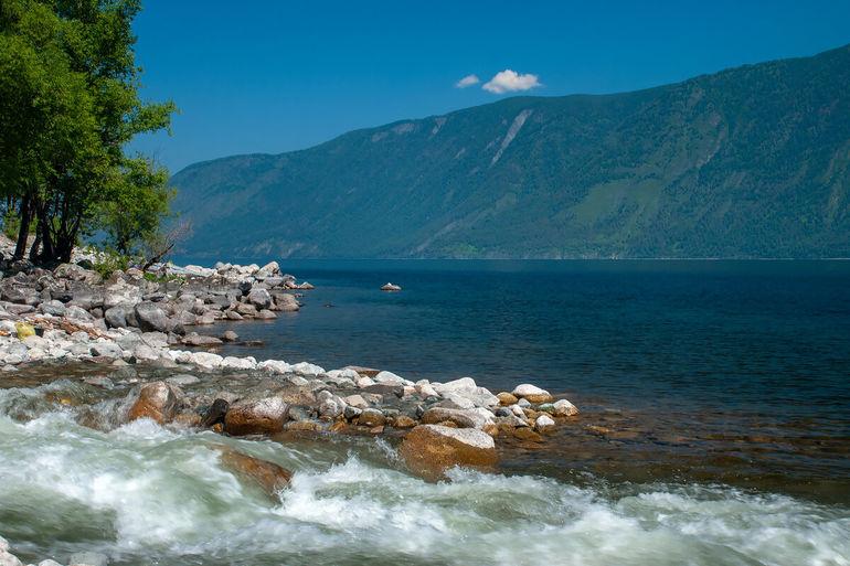 """Телецкое озеро - """"жемчужина Алтая"""" и красивая алтайская легенда о нём"""