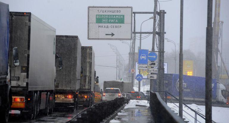Бизнесмены возмущены запретом выезжать на МКАД грузовому транспорту