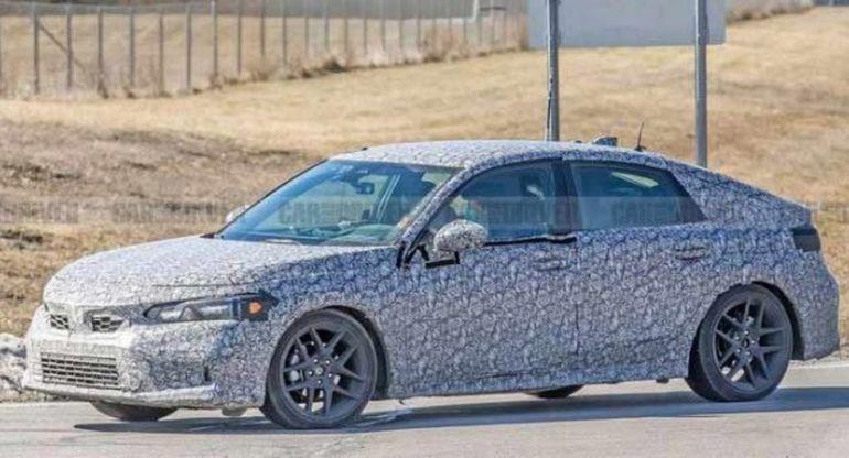 Honda вывела на тесты новый хэтчбек Civic 2022 года