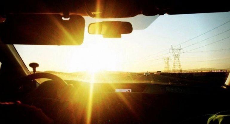 Опытный водитель рассказал, как избежать ослепления солнцем