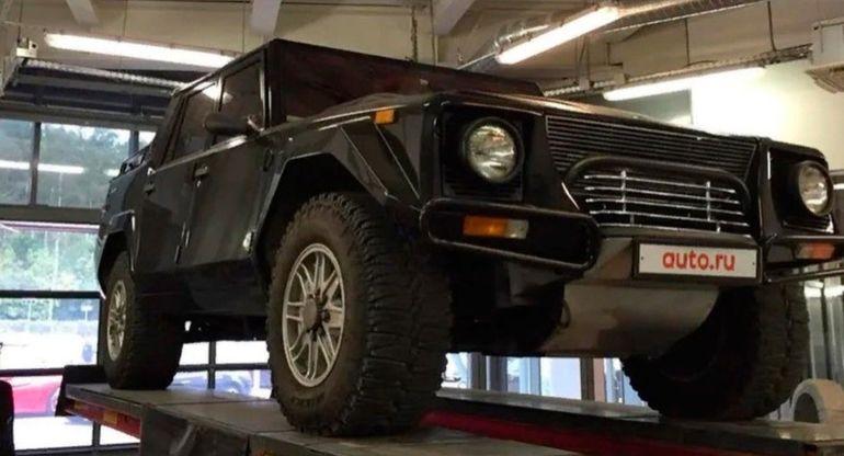 В России на продажу выставили редкий внедорожник Lamborghini LM002 1990 года