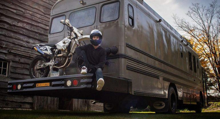 Дом мечты на колёсах: как американец превратил автобус в феноменальный дом