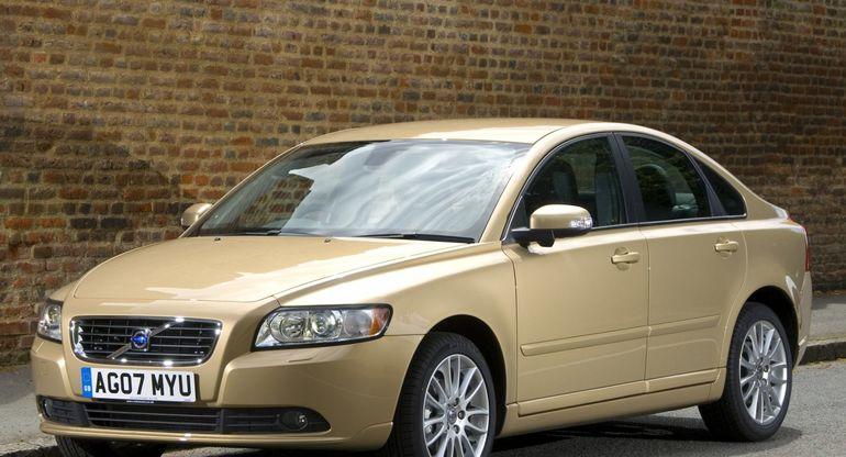 Агрессивный или семейный, какой он — Volvo S 40?