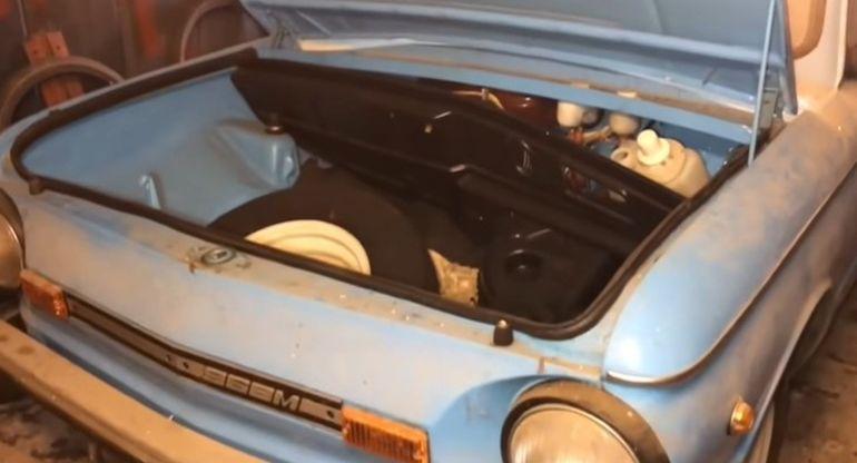 В Украине в заваренном гараже нашли абсолютно новый «Запорожец»