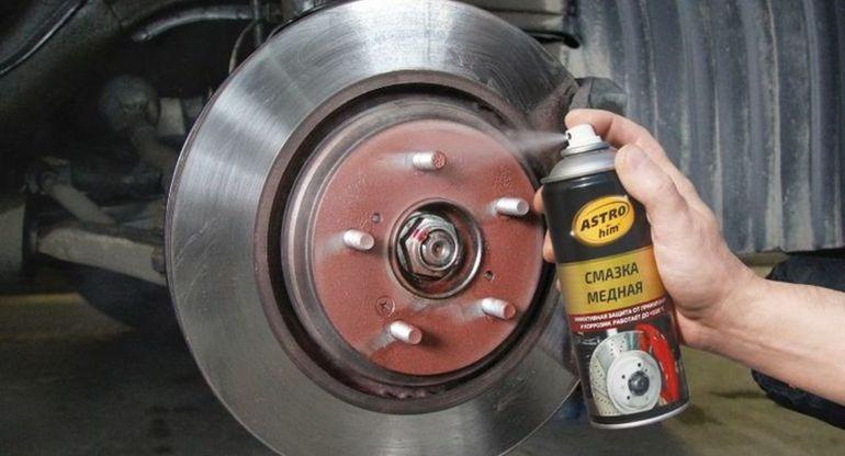 Нужно ли смазывать крепления колес при смене покрышек