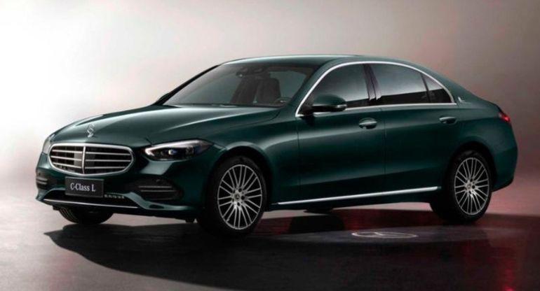 Компания Mercedes-Benz представила удлиненную версию седана C-Class