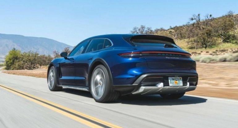 Porsche представит более мощные версии электрического Taycan