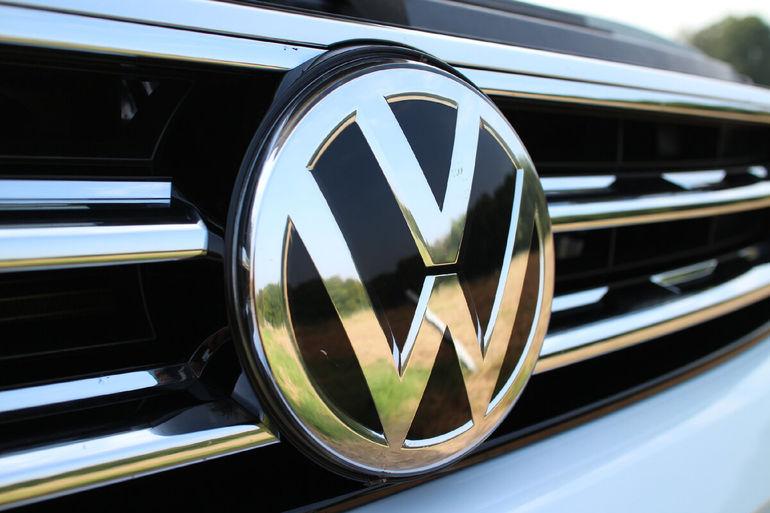Теперь с подсветкой. Volkswagen анонсировал для китайцев другой обновлённый Teramont