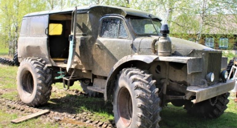 На базе ГАЗ-63 и «Буханки» смастерили технику для поездок в лес