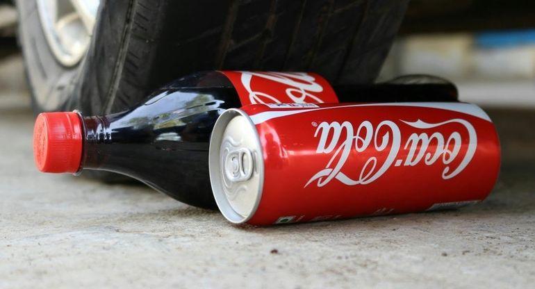 Нестандартное применение кока-колы в машине