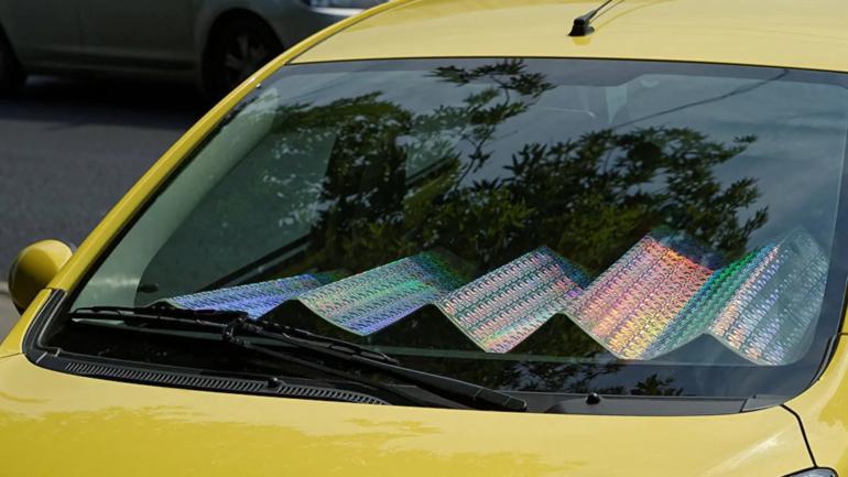 Чем опасен солнцезащитный экран в салоне автомобиля
