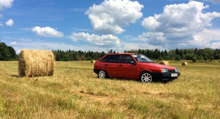 Почему опасно передвигаться на автомобиле в жару по сухой траве