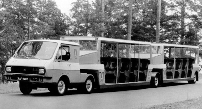 В Риге восстановили редкий экскурсионный автопоезд РАФ-3407