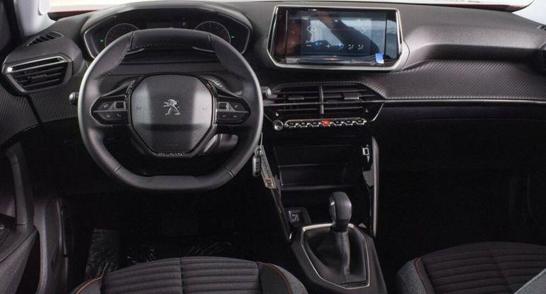 В России начались продажи новой мощной версии кроссовера Peugeot 2008