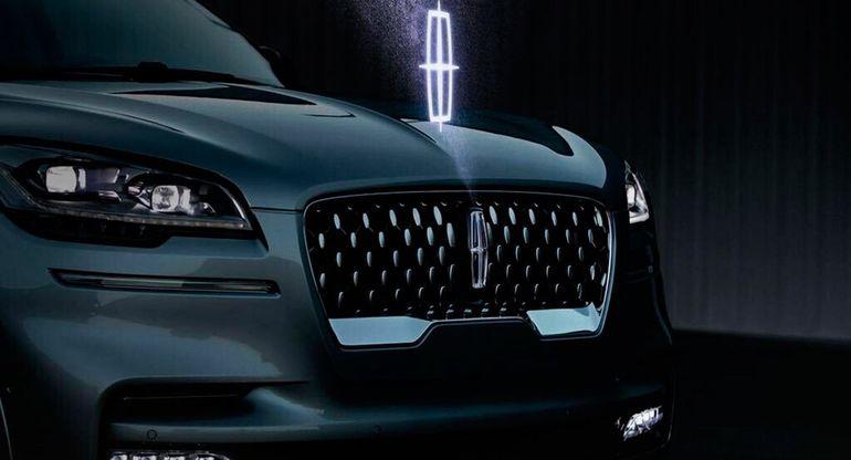 В США запатентовали голографические логотипы Ford и Lincoln