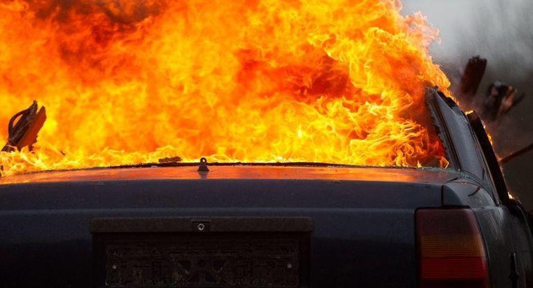 Владелец Tesla спас жизнь водителю горящего BMW Х1