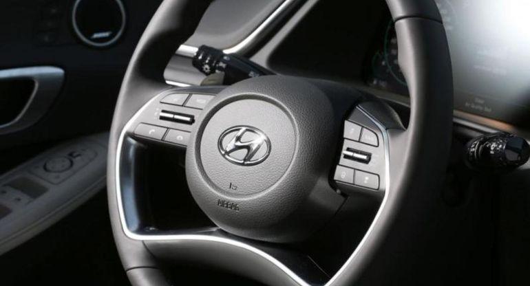 У Hyundai появятся рули с экранами в центре