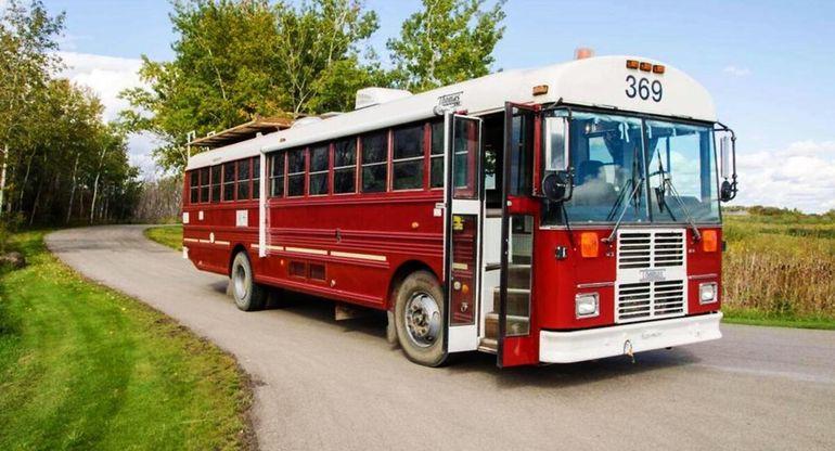 Школьный автобус Blue Bird был заботливо переделан в дом на колесах