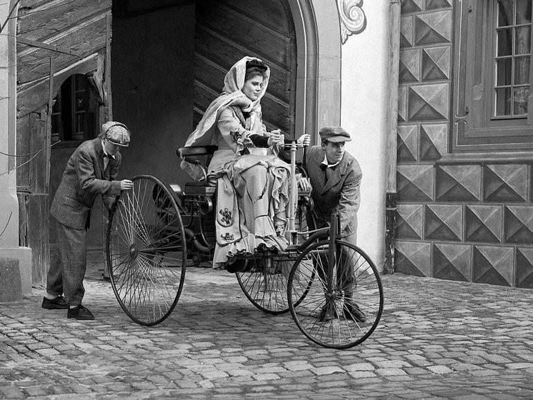 Первая женщина за рулем автомобиля новые фото